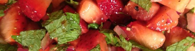 Strawberry mint onion salad